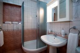 Ванная комната. Черногория, Герцег-Нови : Апартамент Магнолия в Савина