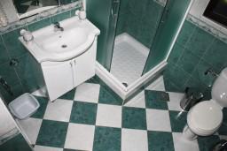 Ванная комната. Черногория, Герцег-Нови : Апартамент Камелия для четырёх человек