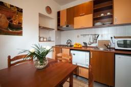 Кухня. Черногория, Герцег-Нови : Апартамент Лаванда в Савина
