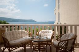 Вид на море. Черногория, Герцег-Нови : Апартамент Лаванда в Савина