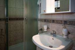 Ванная комната. Черногория, Герцег-Нови : Апартамент Лаванда в Савина