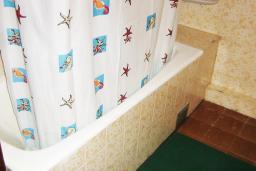 Черногория, Петровац : Комната с холодильником