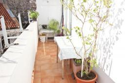 Балкон. Черногория, Петровац : Апартамент с отдельной спальней, с отдельной кухней, с балконом с видом на море