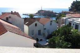 Вид. Черногория, Петровац : Апартамент в Петроваце с отдельной кухней в 50 метрах от моря