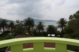 Вид на море. Черногория, Игало : Уютный апартамент со всем необходимым для полноценного отдыха