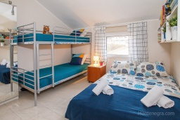Bed room 2. Montenegro, Zelenika : House with 2 bedrooms in Zelenika for 6 guests