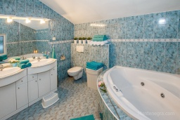 Bath room. Montenegro, Zelenika : House with 2 bedrooms in Zelenika for 6 guests