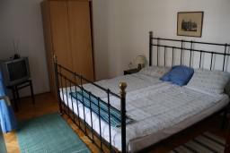 Спальня. Черногория, Игало : Апартамент на 2 этаже с двумя спальнями на 4-х человек