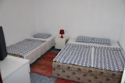 Спальня. Черногория, Игало : Апартамент на 1 этаже на вилле с бассейном