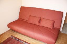Студия (гостиная+кухня). Черногория, Игало : Студия для четверых с французской кроватью и раскладным диваном