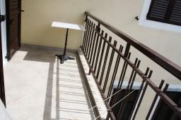 Балкон. Черногория, Игало : Студия для четверых с французской кроватью и раскладным диваном