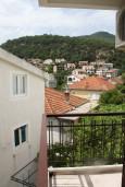 Вид. Черногория, Игало : Студия для четверых с французской кроватью и раскладным диваном
