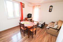 Гостиная. Черногория, Игало : Однокомнатная квартира в новом малоэтажном доме в центре Игало