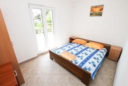 Спальня. Черногория, Игало : Однокомнатная квартира в новом малоэтажном доме в центре Игало