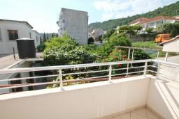 Балкон. Черногория, Игало : Однокомнатная квартира в новом малоэтажном доме в центре Игало