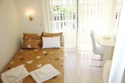 Спальня 2. Черногория, Герцег-Нови : Новый шикарный люкс апартамент с двумя спальнями, джакузи и большой гостиной комнатой
