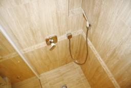 Ванная комната 2. Черногория, Герцег-Нови : Новый шикарный люкс апартамент с двумя спальнями, джакузи и большой гостиной комнатой