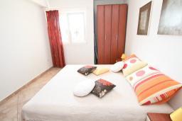 Спальня. Черногория, Игало : Современно оборудованный апартамент с уютным балконом и красивым видом на море