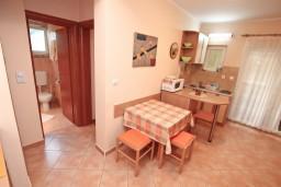 Гостиная. Черногория, Игало : Комфортабельный апартамент с отдельной спальней и балконом