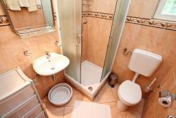 Спальня. Черногория, Игало : Комфортабельный апартамент с отдельной спальней и балконом