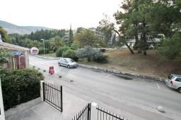 Вид. Черногория, Игало : Комфортабельный апартамент с отдельной спальней и балконом