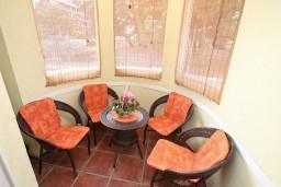 Балкон. Черногория, Игало : Комфортабельный апартамент с отдельной спальней и балконом