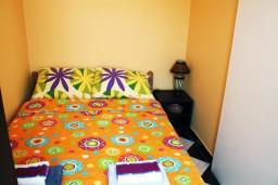 Спальня. Черногория, Герцег-Нови : Апартамент с отдельной спальней, с террасой и видом на море