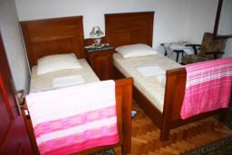 Спальня 3. Черногория, Герцег-Нови : Апартамент для 8 человек с тремя отдельными спальнями и балконом