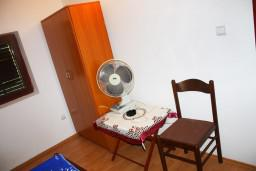 Спальня 2. Черногория, Герцег-Нови : Апартамент для 5 человек с двумя отдельными спальнями и балконом