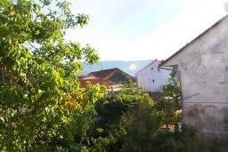 Вид на море. Черногория, Герцег-Нови : Апартамент для 5 человек с двумя отдельными спальнями и балконом