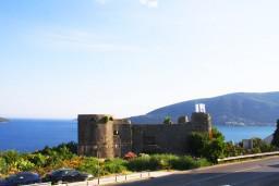 Вид на море. Черногория, Герцег-Нови : Апартамент с отдельной спальней, с террасой и видом на море