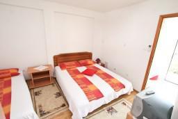 Студия (гостиная+кухня). Черногория, Игало : Уютная студия с террасой-кухней