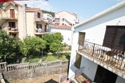 Вид. Черногория, Игало : Уютная студия с террасой-кухней