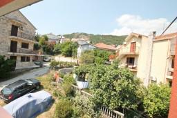Черногория, Игало : Уютная студия с террасой-кухней