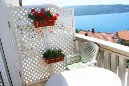 Балкон. Черногория, Герцег-Нови : Люкс апартамент на 4-х человек с двумя отдельными спальнями и отделённой кухней.