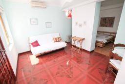 Студия (гостиная+кухня). Черногория, Герцег-Нови : Большая студия с балконом с видом на море, возле пляжа
