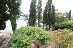 Вид на море. Черногория, Герцег-Нови : Большая студия с балконом с видом на море, возле пляжа