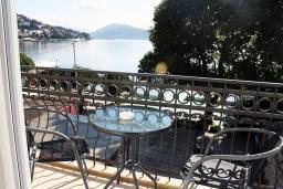 Балкон. Черногория, Игало : Апартаменты с 2-мя спальнями с видом на море в Игало