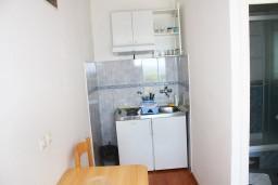 Кухня. Черногория, Герцег-Нови : Студия с террасой и видом на море