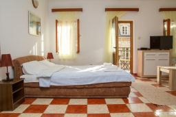 Студия (гостиная+кухня). Черногория, Герцег-Нови : Студия в Старом городе с балконом и видом на море