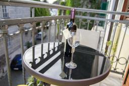Балкон. Черногория, Герцег-Нови : Студия в Старом городе с балконом и видом на море