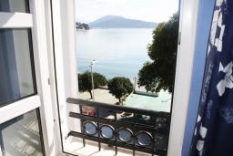 Вид на море. Черногория, Игало : Апартаменты с 2-мя спальнями с видом на море в Игало