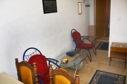 Гостиная. Черногория, Герцег-Нови : Апартамент в Топла с отдельной спальней и террасой