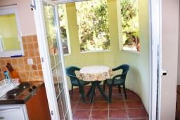 Балкон. Черногория, Игало : Апартамент с отдельной спальней и балконом
