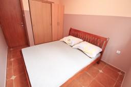 Спальня. Черногория, Игало : Апартамент с отдельной спальней и балконом