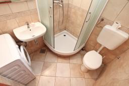 Ванная комната. Черногория, Игало : Апартамент с отдельной спальней и балконом