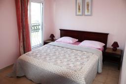 Спальня. Черногория, Игало : Прекрасные апартаменты с видом на море рядом с кафе Наутилус