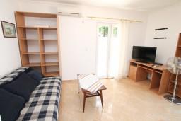 Гостиная. Черногория, Герцег-Нови : Апартамент с отдельной спальней, с террасой