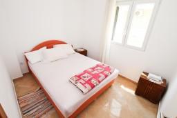 Спальня. Черногория, Герцег-Нови : Апартамент с отдельной спальней, с террасой