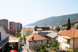 Вид на море. Черногория, Игало : Апартамент с отдельной спальней, с балконом и видом на море